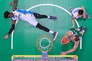 Kyrylo Fesenko, Henry Sims<br /> Sidigas Scandone Avellino - Vanoli Cremona<br /> PosteMobile Final 8 2018 <br /> Quarti di Finale<br /> LegaBasket 2017/2018<br /> Firenze, 15/02/2018<br /> Foto M.Ceretti / Ciamillo - Castoria