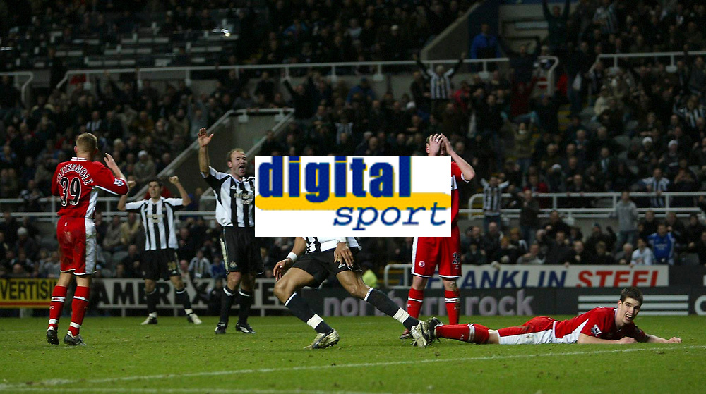 Photo: Andrew Unwin.<br />Newcastle United v Middlesbrough. The Barclays Premiership. 02/01/2006.<br />Middlesbrough cannot believe it as Newcastle celebrate a late equaliser scored by Lee Clark.