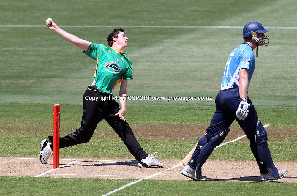 Adam Milne bowling.Twenty20 Cricket, HRV Cup Final 2010/11. Auckland Aces v Central Stags, Colin Maiden Park, Auckland. Sunday 2 January 2011. Photo: Andrew Cornaga/photosport.co.nz