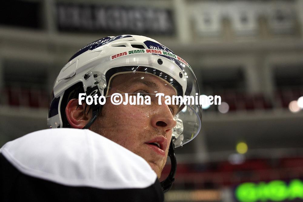 12.10.2013, Turku-halli, Turku.<br /> J&auml;&auml;kiekon SM-liiga 2012-13. TPS - Blues.<br /> Shaone Morrisonn - TPS