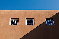 Adobe architecture, Santa Fe, New Mexico, USA.