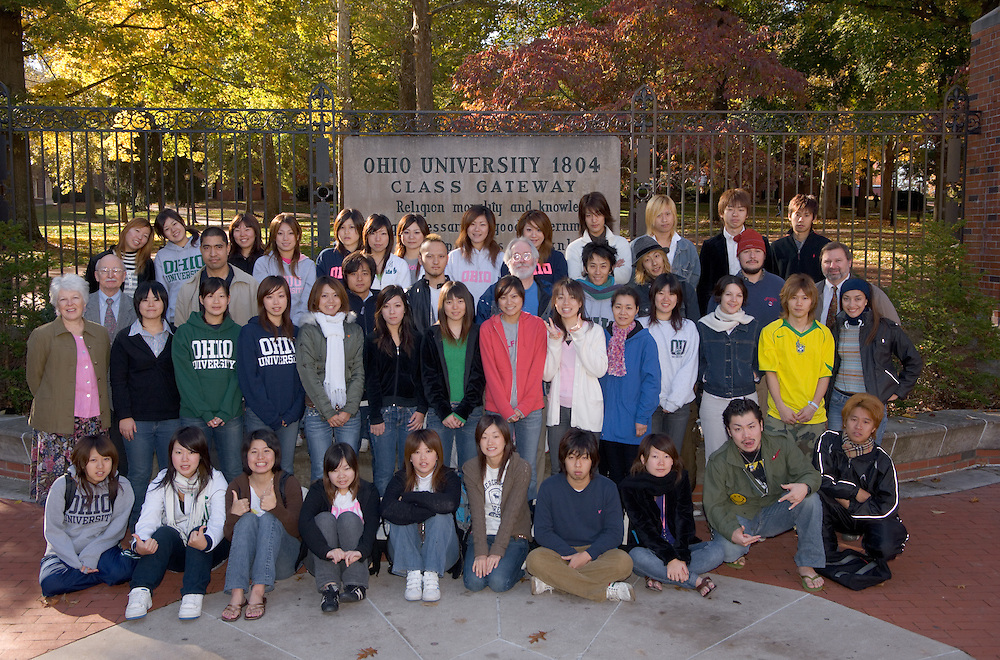 17204Opie Group Photo/Campus