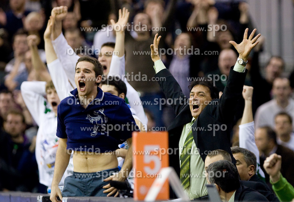 Team of Olimpija celebrating at Group C of Euroleague basketball match between KK Union Olimpija, Slovenia and Caja Laboral, Spain, on November 5, 2009, in Arena Tivoli, Ljubljana, Slovenia.  (Photo by Vid Ponikvar / Sportida)