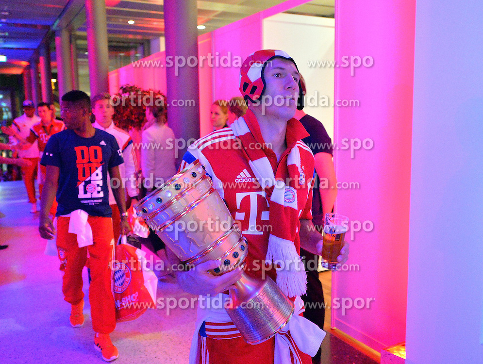 17.05.2014, T Com, Berlin, GER, DFB Pokal, Bayern Muenchen Pokalfeier, im Bild Arjen Robben brings in the trophy Arjen Robben, // during the FC Bayern Munich &quot;DFB Pokal&quot; Championsparty at the T Com in Berlin, Germany on 2014/05/17. EXPA Pictures &copy; 2014, PhotoCredit: EXPA/ Eibner-Pressefoto/ EIBNER<br /> <br /> *****ATTENTION - OUT of GER*****