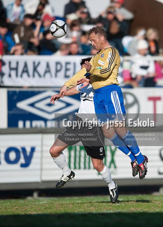 Valeri Popovitsh puskee 1-0-maalin. Haka - HJK. Veikkausliiga 29.4.2009. Photo: Jussi Eskola