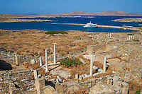 Grece, Ile de Delos, classee Patrimoine Mondial de l'UNESCO, site archeologique de Delos, sanctuaire d Apollon, dieu de la beaute et de la lumiere, la plus grande cite antique de la mer Egee // Greece, Cyclades islands, Delos, Unesco world heritage, Delos, the most ancient archaeological site of the Aegean