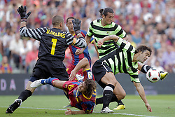 11.09.2010, Camp Nou, Barcelona, ESP, Primera Division, FC Barcelona vs Hercules Alicante, im Bild FC Barcelona's Victor Valdes and Carles Puyol against Hercules'  Valdez during La Liga match. EXPA Pictures © 2010, PhotoCredit: EXPA/ Alterphotos/ Acero +++++ ATTENTION - FOR AUSTRIA AND SLOVENIA CLIENT ONLY +++++