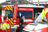 Mannheim. 29.07.17   &Uuml;bung um M&uuml;hlauhafen<br /> M&uuml;hlauhafen. Rettungs&uuml;bung von Feuerwehr DLRG und ASB. Das Szenario: Ein Fahrgastschiff brennt und die Passagiere m&uuml;ssen gerettet werden. <br /> Auf der MS Oberrhein wird ge&uuml;bt. Dazu ankert das Schiff in der Fahrrinne des M&uuml;hlauhafens. Das Feuerl&ouml;schboot Metropolregion 1 kommt dazu.<br /> <br /> BILD- ID 0917  <br /> Bild: Markus Prosswitz 29JUL17 / masterpress (Bild ist honorarpflichtig - No Model Release!)