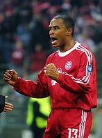 20.11.2001 MŸnchen, Deutschland, <br />UEFA Champions League, FC Bayern München - Manchester United, MŸnchens Paulo Sergio jubelt nach seinem Tor zum 1:1. © JAN PITMAN/Digitalsport