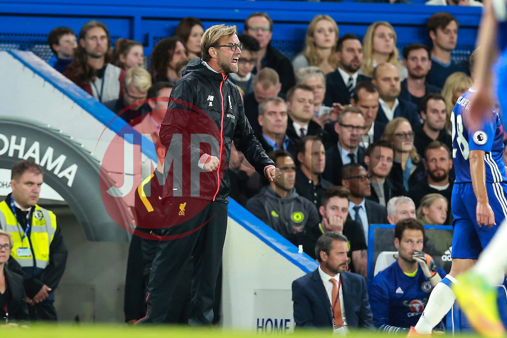 Liverpool manager Jurgen Klopp shouts to his defence - Mandatory by-line: Jason Brown/JMP - 16/09/2016 - FOOTBALL - Stamford Bridge - London, England - Chelsea v Liverpool - Premier League
