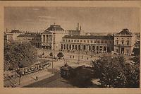 Zagreb : Glavni kolodvor. <br /> <br /> ImpresumS. l. : S. n., [poslije 1924].<br /> Materijalni opis1 razglednica : tisak ; 9,5 x 15 cm.<br /> Korporativni suradnikR V J FOTO ZAGREB<br /> Vrstavizualna građa • razglednice<br /> ZbirkaGrafička zbirka NSK • Zbirka razglednica<br /> Formatimage/jpeg<br /> PredmetZagreb –– Trg kralja Tomislava<br /> SignaturaRZG-TOM-55<br /> Obuhvat(vremenski)20. stoljeće<br /> NapomenaRazglednica nije putovala. • Razglednica je tiskana po fotografiji R V J FOTO ZAGREB.<br /> PravaJavno dobro<br /> Identifikatori000953718<br /> NBN.HRNBN: urn:nbn:hr:238:985293 <br /> <br /> Izvor: Digitalne zbirke Nacionalne i sveučilišne knjižnice u Zagrebu