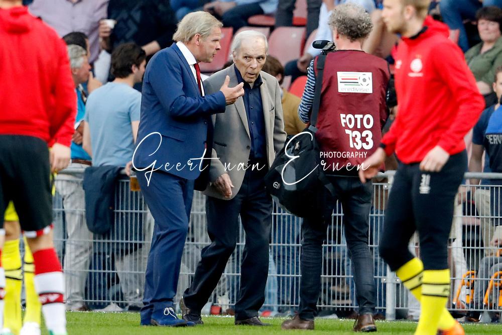 09-04-2017 VOETBAL:PSV-WILLEM II:EINDHOVEN<br /> Erik van Muiswinkel alias Harry van Raaij samen met Harry van Raaij<br /> <br /> Foto: Geert van Erven