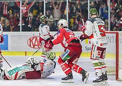 22.03.2019, Stadthalle, Klagenfurt, AUT, EBEL, EC KAC vs HCB Suedtirol Alperia, Viertelfinale, 5. Spiel, im Bild Jacob SMITH (HCB Suedtirol Alperia, #1), Siim LIIVIK (EC KAC, #72), Tim CMPBELL (HCB Suedtirol Alperia, #51) // during the Erste Bank Icehockey 5th quarterfinal match between EC KAC and HCB Suedtirol Alperia at the Stadthalle in Klagenfurt, Austria on 2019/03/22. EXPA Pictures © 2019, PhotoCredit: EXPA/ Gert Steinthaler