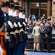 NLD/Amsterdam/20140404 - Staatbezoek Koning en Koningin van Zweden, Aankomst Koning Carl XVI Gustaf en Koningin Sylvia bij Paleis op de Dam