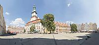 Hirschberg liegt rund 70 km östlich von Görlitz und 90 km südwestlich von Breslau im Hirschberger Tal am Fuß des Riesengebirges