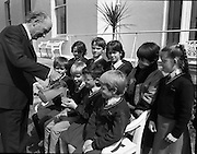 President Hillery Meets Schoolchildren at The Arás.(R59)..1987..15.06.1987..06.15.1987..15th June 1987..As part of an educational tour pupils from Scoil Barra, Ballincollig, Cork were treated to a tour of Arás on Uachtaráin. The pupils were very lucky as the president himself,Dr Hillery, pointed out the highlights of the Arás. With the party was the class teacher Ms Orla Murphy...President Hillery is pictured treating the students from Ballincollig to a glass of squash, Included in the picture are twins barry and Raymond O'Mahony.