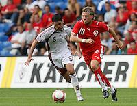 Fussball International Laenderspiel Schweiz - Venezuela Daniel GYGAX (SUI,re) gegen Miguel MEA VITALI (VEN,li)