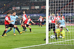 (l-r) Eric Botteghin of Feyenoord, Nicolas Otamendi of Manchester City, Jan-Arie van der Heijden of Feyenoord , keeper Brad Jones of Feyenoord, Tonny Vilhena of Feyenoord during the UEFA Champions League group F match between Feyenoord Rotterdam and Manchester City at the Kuip on September 13, 2017 in Rotterdam, The Netherlands