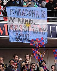 FUSSBALL      CHAMPIONSLEAGUE  FINALE     SAISON 2010/2011  28.05.2011 FC Barcelona - Manchester United FC  Barca Fans mit einem Banner Diego Armando Maradona is my Hand... Lionel Messi (Barca) is my Soul...God