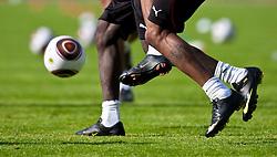 22.05.2010, Grandhotel, Lienz, AUT, FIFA Worldcup Vorbereitung, Pressekonferenz Kamerun im Bild Feature Zweikampf mit Ball, nur Füsse, EXPA Pictures © 2010, PhotoCredit: EXPA/ J. Feichter / SPORTIDA PHOTO AGENCY