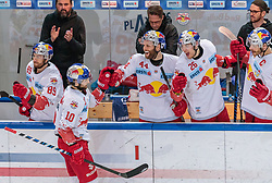 08.04.2018, Eisarena, Salzburg, AUT, EBEL, EC Red Bull Salzburg vs HCB Südtirol, Finale, 1. Spiel, im Bild Raphael Herburger (EC Red Bull Salzburg) nach seinem Treffer zum 1:2, Florian Baltram (EC Red Bull Salzburg), Robert Schremp (EC Red Bull Salzburg), Peter Hochkofler (EC Red Bull Salzburg), Thomas Raffl (EC Red Bull Salzburg) // during the Erste Bank Icehockey 1st final match between EC Red Bull Salzburg and HCB Südtirol at the Eisarena in Salzburg, Austria on 2018/04/08. EXPA Pictures © 2018, PhotoCredit: EXPA/ JFK