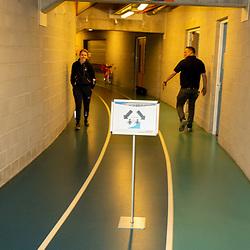 30-04-2020: Wielrennen: persmoment KNWU: Apeldoorn <br />De KNWU baanselectie trainende vandaag voor de eerste keer op de baan met inachtneming van het Corona protocol. Hoofd beheer Peter Bourgonje van het Omnisport droeg zorg voor het Corona protocol binnen