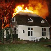Brand in woning met rieten kap Driftweg 202 Huizen