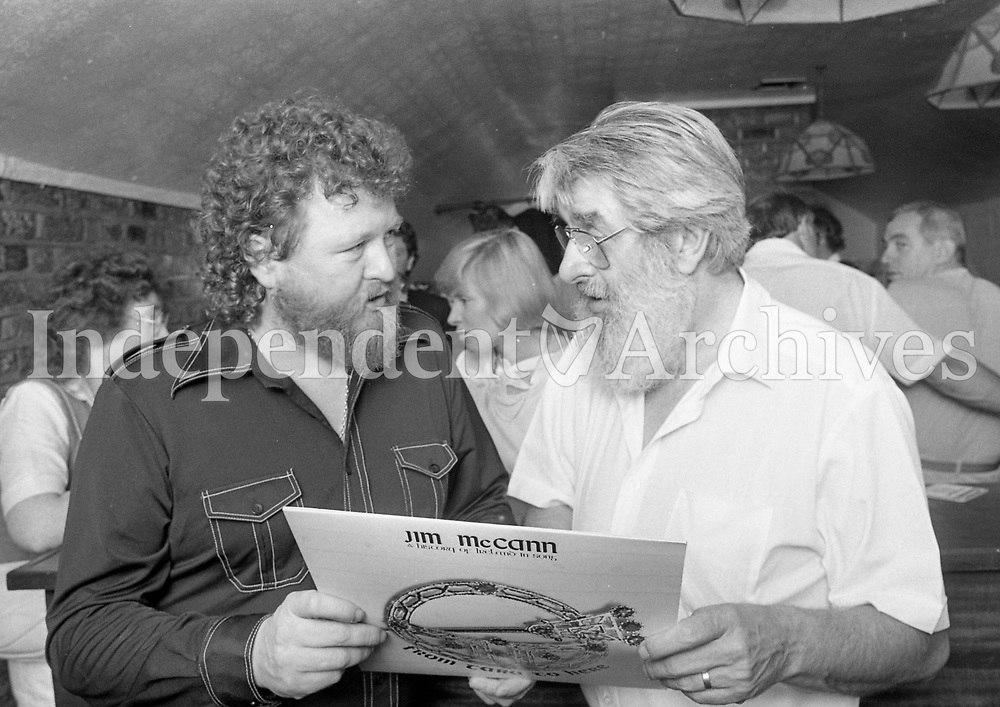 """Jim Mc Cann and Ronnie Drew at the launch of Jims album """"From Tara to here"""" in Scruffy Murphys pub in Dublin, 17/08/1987 (Part of the Independent Newspapers Ireland/NLI Collection)."""