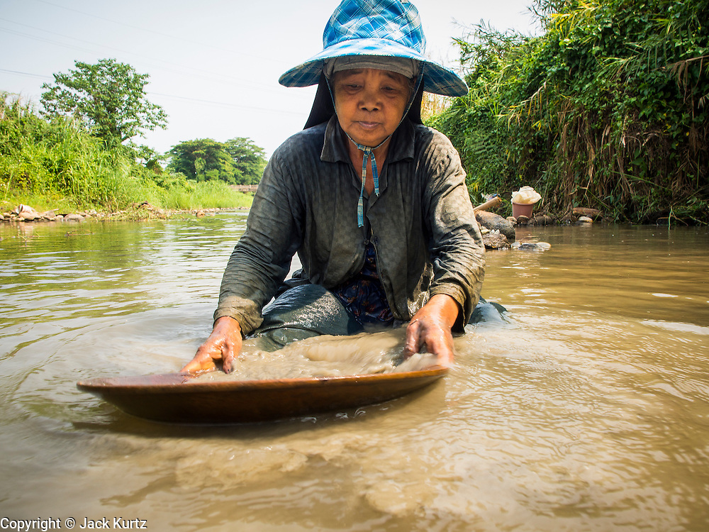 22 APRIL 2014 - WANG NUA, LAMPANG, THAILAND:     PHOTO BY JACK KURTZ