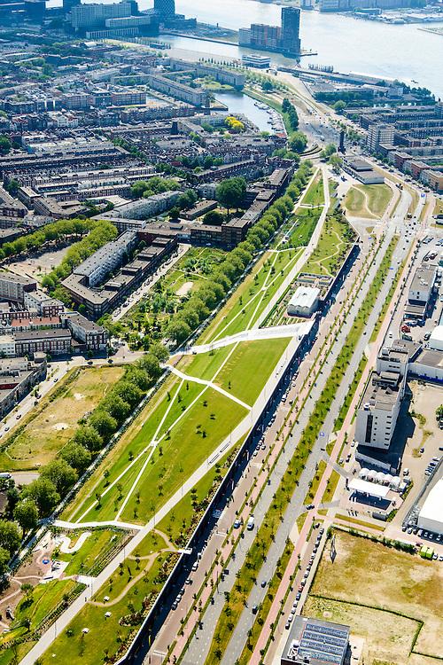 Nederland, Zuid-Holland, Rotterdam, 10-06-2015; Dakpark, voormalig rangeerterrein, nu park bovenop winkelboulevard tussen de Hudsonstraat (met bomen) en de Vierhavensstraat.<br /> Dakpark (roof park), former yard, now park on top of shopping boulevard.<br /> luchtfoto (toeslag op standard tarieven);<br /> aerial photo (additional fee required);<br /> copyright foto/photo Siebe Swart