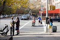 """9 Novembre, 2008. Brooklyn, New York.<br /> <br /> Park Slope, spesso definito dai newyorkesi come """"The Slope"""", è un quartiere nella zona ovest di Brooklyn, New York, e confinante con Prospect Park.  Park Slope è un quartiere benestante che ha il maggior numero di nascite, la qualità della vita più alta e principalmente abitato da una classe media di razza bianca. Per questi motivi molte giovani coppie e famiglie decidono di trasferirsi dalle altre municipalità di New York a Park Slope. Dal punto di vista architettonico, il quartiere è caratterizzato dai brownstones, un tipo di costruzione molto frequente a New York, e da Prospect Park.<br /> <br /> ©2008 Gianni Cipriano for The New York Times<br /> cell. +1 646 465 2168 (USA)<br /> cell. +1 328 567 7923 (Italy)<br /> gianni@giannicipriano.com<br /> www.giannicipriano.com"""