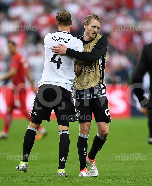 FUSSBALL EURO 2016 GRUPPE C IN PARIS Deutschland - Polen    16.06.2016 Andre Schuerrle (re) und Benedikt Hoewedes (li, beide Deutschland)