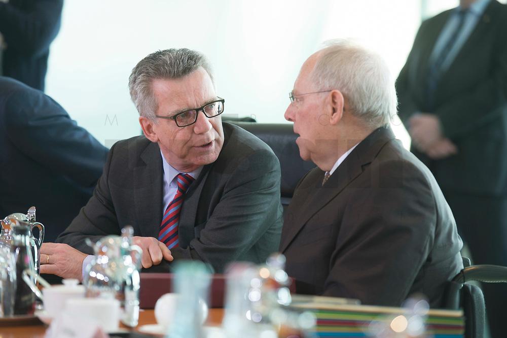 17 FEB 2016, BERLIN/GERMANY:<br /> Thomas de Maiziere (L), CDU, Bundesinnenminister, und Wolfgang Schaeuble (R), CDU, Bundesfinanzminister, im Gespraech, vor Beginn der Kabinettsitzung, Bundeskanzleramt<br /> IMAGE: 20160217-01-009<br /> KEYWORDS: Kabinett, Sitzung, Thomas de Maizière, Wolfgang Schäuble, Gespräch