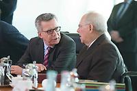 17 FEB 2016, BERLIN/GERMANY:<br /> Thomas de Maiziere (L), CDU, Bundesinnenminister, und Wolfgang Schaeuble (R), CDU, Bundesfinanzminister, im Gespraech, vor Beginn der Kabinettsitzung, Bundeskanzleramt<br /> IMAGE: 20160217-01-009<br /> KEYWORDS: Kabinett, Sitzung, Thomas de Maizi&egrave;re, Wolfgang Sch&auml;uble, Gespr&auml;ch