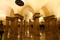 THEMENBILD - Die Saeulen in der Krypta bilden auch die Stuetzen fuer die Rotunde des Kapitols. Reisebericht, aufgenommen am 12. Jannuar 2016 in Washington D.C. // The columns in the crypt also form the supports for the rotunda of the Capitol. Travelogue, Recorded January 12, 2016 in Washington DC. EXPA Pictures © 2016, PhotoCredit: EXPA/ Eibner-Pressefoto/ Hundt<br /> <br /> *****ATTENTION - OUT of GER*****