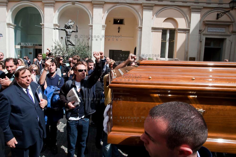 Roma, 4 Aprile 2012.Funerali del partigiano Rosario Bentivegna nella sede della Provincia di Roma.Saluti a pugni chiusi