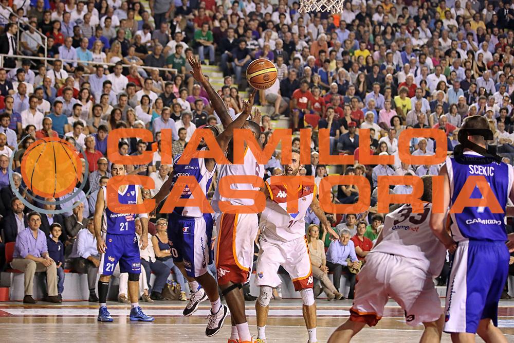 DESCRIZIONE : Roma Lega A 2012-2013 Acea Roma Lenovo Cantu playoff semifinale gara 7<br /> GIOCATORE : Joe Ragland<br /> CATEGORIA : penetrazione tiro<br /> SQUADRA : Lenovo Cantu<br /> EVENTO : Campionato Lega A 2012-2013 playoff semifinale gara 7<br /> GARA : Acea Roma Lenovo Cantu<br /> DATA : 06/06/2013<br /> SPORT : Pallacanestro <br /> AUTORE : Agenzia Ciamillo-Castoria/ElioCastoria<br /> Galleria : Lega Basket A 2012-2013  <br /> Fotonotizia : Roma Lega A 2012-2013 Acea Roma Lenovo Cantu playoff semifinale gara 7<br /> Predefinita