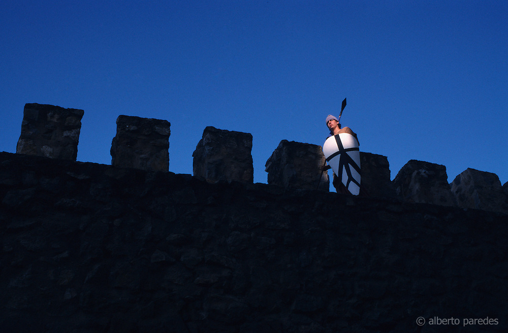 SPAIN / Castile-La Mancha / Toledo province / Consuegra.  Medieval recreations in Spain. Every August the village recreates a battle of 1097 between the Castilian and Leonese army of Alfonso VI and the Almoravids. Soldier in the walls of the castle.....
