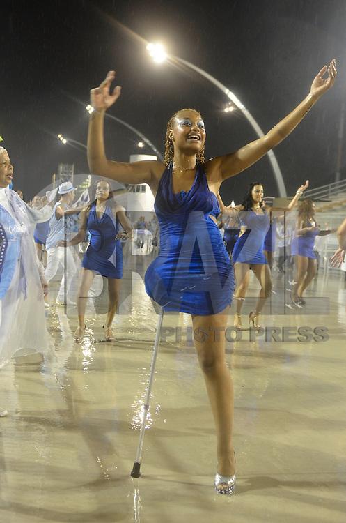 ATENÇÃO EDITOR FOTO EMBARGADA PARA VEÍCULOS INTERNACIONAIS - SÃO PAULO, SP, 12 DE JANEIRO DE 2013 - ENSAIO TÉCNICO NENÊ DE VILA MATILDE - Ensaio técnico da Escola de Samba Nenê de Vila Matilde na preparação para o Carnaval 2013. O ensaio foi realizado na noite deste sábado (12) no Sambódromo do Anhembi, zona norte da cidade. FOTO LEVI BIANCO - BRAZIL PHOTO PRESS