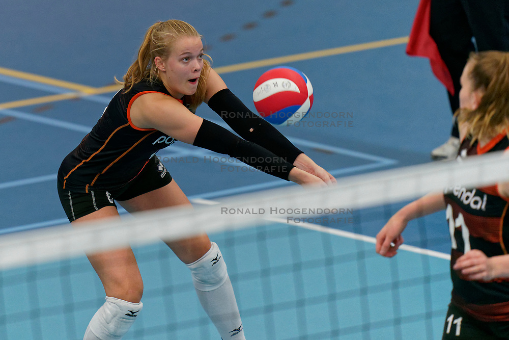 26-10-2019 NED: Talentteam Papendal - Sliedrecht Sport, Ede<br /> Round 4 of Eredivisie volleyball - Iris Vos #6 of Talent Team