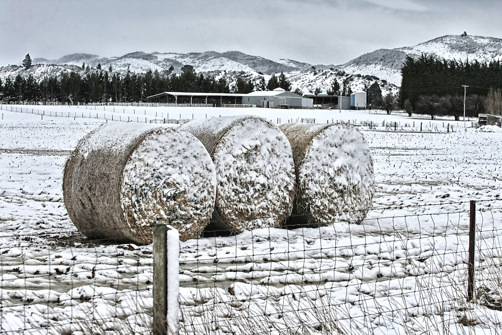 Snow covers farmland as heavy snow hits areas of Southland and Otago , Lumsden, New Zealand, Friday, August 08, 2014. Credit:SNPA/ Dianne Manson