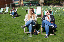 © Licensed to London News Pictures. 05/04/2018. London, UK. People enjoying the sunny weather in deckchairs in Green Park in London today. Photo credit: Vickie Flores/LNP