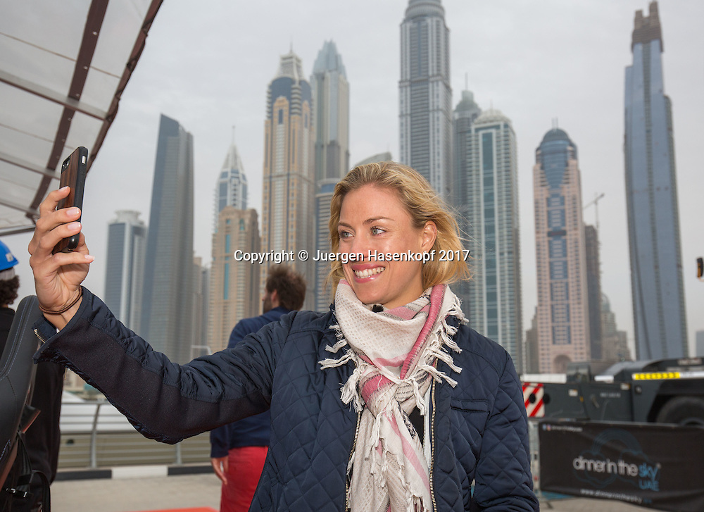 ANGELIQUE KERBER macht noch ein Selfie vor der Dubai Marina Skyline, DINNER IN THE SKY UAE<br /> <br /> Tennis - Dubai Tennis Championships 2017 -  WTA -  Dubai Duty Free Tennis Stadium - Dubai  -  - United Arab Emirates  - 21 February 2017.