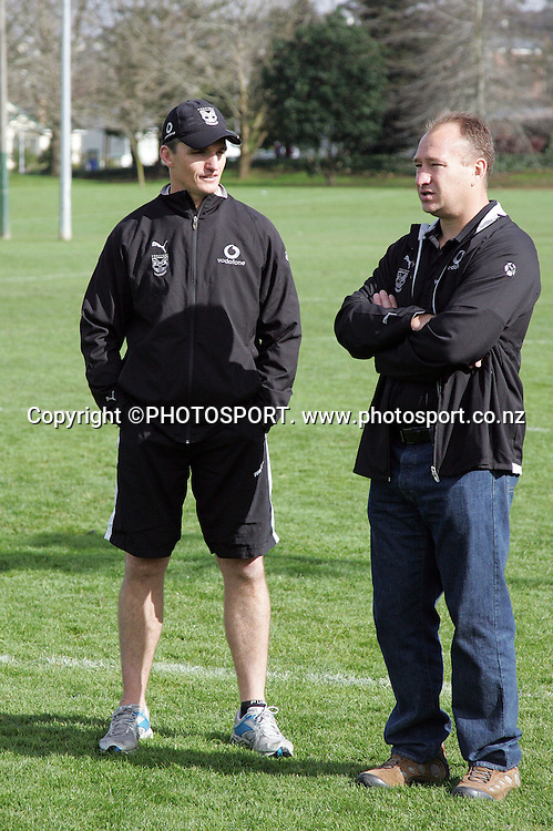 Coach Ivan Cleary talks to Dean Bell.<br />Vodafone NZ Warriors Training session.<br />Ellerslie Domain, Auckland, Wednesday 1 August 2007. <br />Photo: Andrew Cornaga/PHOTOSPORT