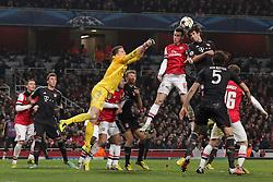 19-02-2013 VOETBAL: CHAMPIONS LEAGUE FC ARSENAL - FC BAYERN MUNCHEN: LONDEN<br /> Javier MARTINEZ (FC Bayern Muenchen - 8) nach einer Ecke - gegen Laurent KOSCIELNY (FC Arsenal London - 6<br /> ***NETHERLANDS ONLY***<br /> ©2012-FotoHoogendoorn.nl