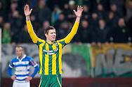 DEN HAAG, ADO Den Haag - PEC Zwolle, voetbal Eredivisie seizoen 2014-2015, 21-02-2015, Kyocera Stadion, ADO Den Haag speler Michiel Kramer heeft de 3-2 gescoord in de laatste minuut, PEC Zwolle speler Bart van Hintum (L) baalt.
