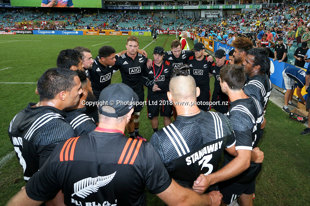 New Zealand huddle after their win over Fiji in the HSBC Sydney Rugby Sevens at Allianz Stadium between New Zealand and Fiji in the Trophy Final, Sydney,  Sunday 28th January 2018. Copyright Photo: David Neilson / www.photosport.nz