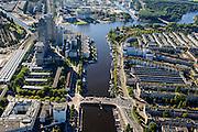 Nederland, Noord-Holland, Amsterdam, 27-09-2015; Berlagebrug over de Amstel, gezien naar Omval met links Amstelstation, Amsteldijk rechts. Begin van de Zuid-as.<br /> Bridge crossing river Amstel.<br /> luchtfoto (toeslag op standard tarieven);<br /> aerial photo (additional fee required);<br /> copyright foto/photo Siebe Swart