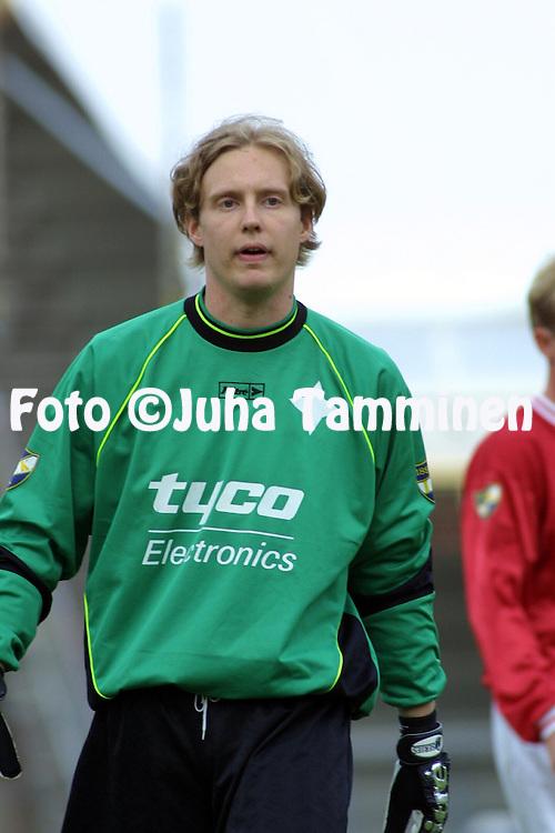 02.06.2001 Helsinki, Finland. I divisioona, etel?lohko, FC HIFK v Hang? IK. Ari Pyh?l? (HIFK)..©JUHA TAMMINEN