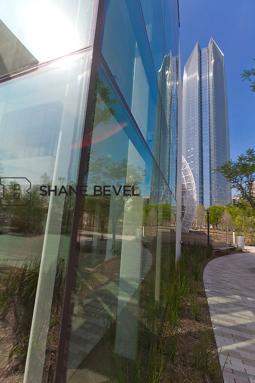3/28/12 3:42:07 PM --Photos of the Devon Energy Tower and Myriad Gardens in Oklahoma City, Oka.  ..Photo by Shane Bevel